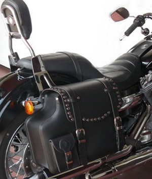 REAL LEATHER SADDLEBAG STUDDED FOR HARLEY DYNA MODELS. RIGHT SIDE.